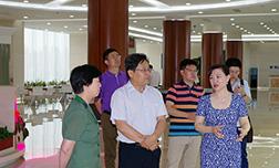 燕山大学党委书记孟卫东一行莅临鹏远光电考察指导